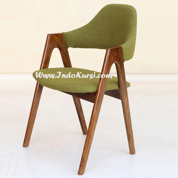JualKursi Cafe Sandaran Lengkung desain Kursi Makan dengan Kontruksi berbentuk Huruf A sehingga kuat dan kokoh, tentunya menggunakan bahan Kayu Jati Solid