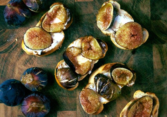 Fig and goat cheese crostini | Let me cook for you | Pinterest
