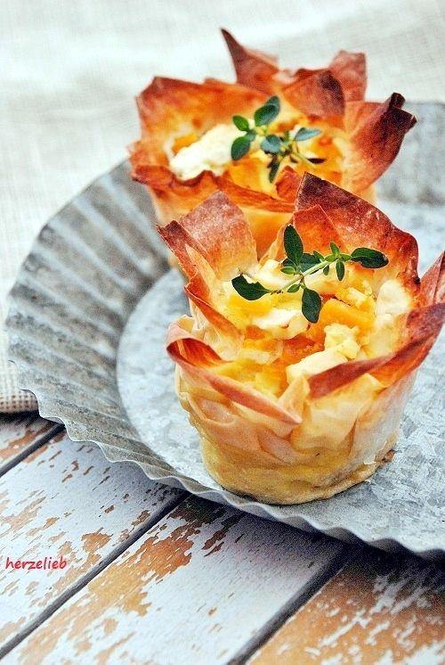 Recipe for pumpin and feta in filo pastry Rezept für Kürbis und Feta im Filoteig || find me on Facebook: https.//facebook.com/herzelieb | © herzelieb | Kürbis, Feta und Filoteig machen dieses Rezept unwiderstehlich!