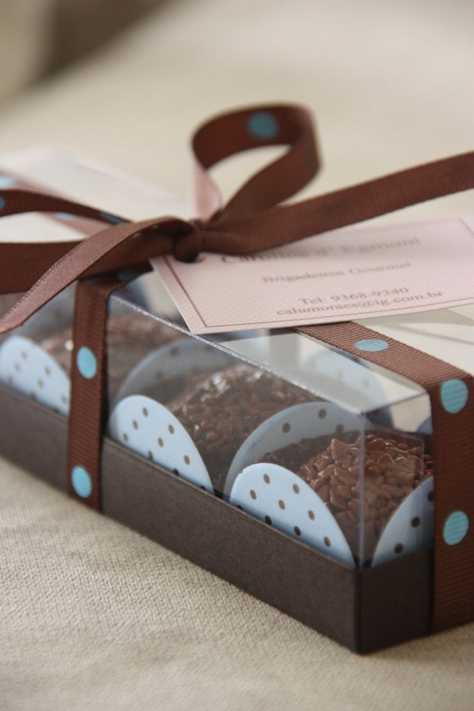 Caixa com 4 brigadeiros para lembrancinha de festa de aniversário. Chocolat d´Egmont