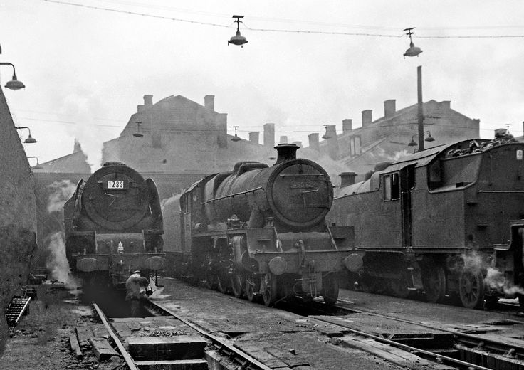 45552 Willesden 1960 KLC698 A damp and dismal Willesden, but full of atmosphere, Jubilee 45552 'Silver Jubilee' is flanked by a Stanier Pacific and a 2-6-4T, 1960.