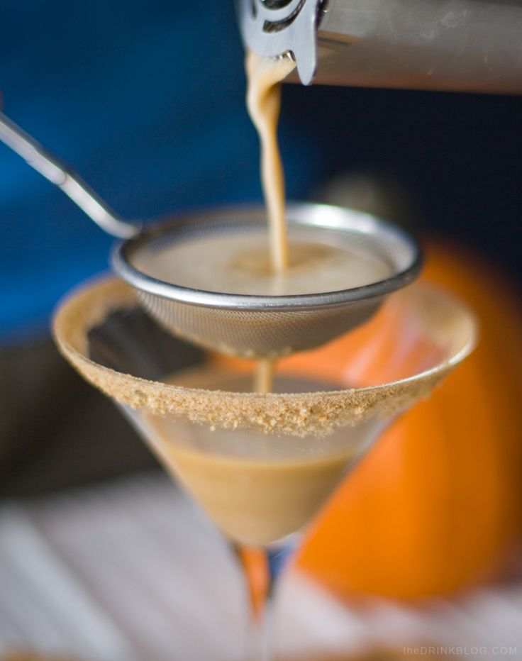Pumpkin Pie Martini Recipe made with real pumpkin puree, pumpkin spice, maple syrup rum and vodka!