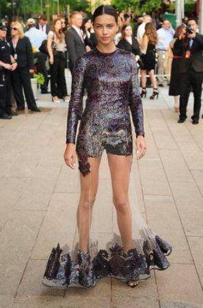 https://twitter.com/FashionassistanFashion Assistance: Diane Kruger, Alessandra Ambrosio, Kirsten Stewart y más famosas eligen faldas transparentes