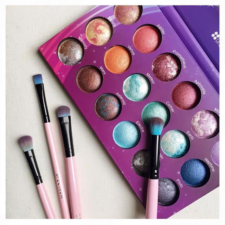 How cool is this!? Galaxy Chic eyeshadow palette.