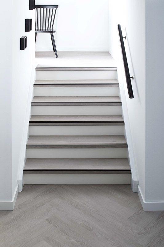 KARWEI | Combineer de vloer met je trap voor een strakke look #vloeren #wooninspiratie #karwei