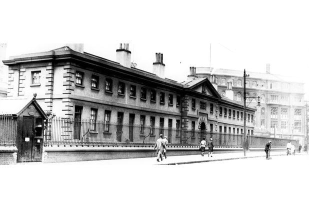 Collins Almshouses in Carrington Street, Nottingham, in 1930.