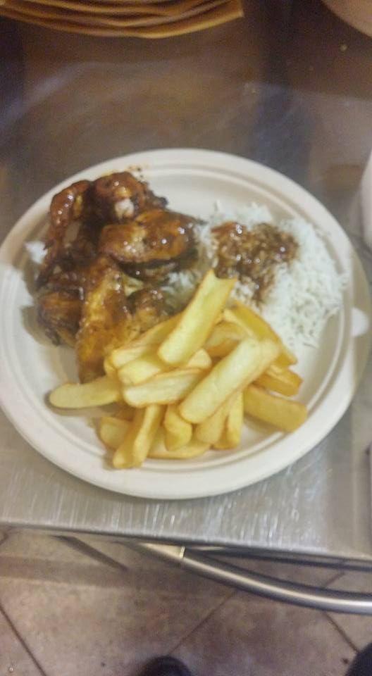 Novità della settimana.  #Chicken wings chili - Ali di #pollo croccanti, leggermente piccanti, servite con riso, fagioli neri e patatine fritte.  Provateli da Angus And More, in viale Montenero 57 a Milano.