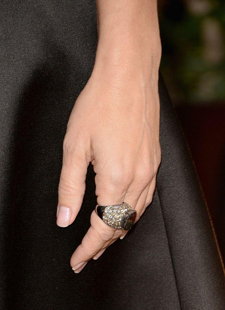 Sandra Bullock slipped a pretty megawatt diamond ring on her finger
