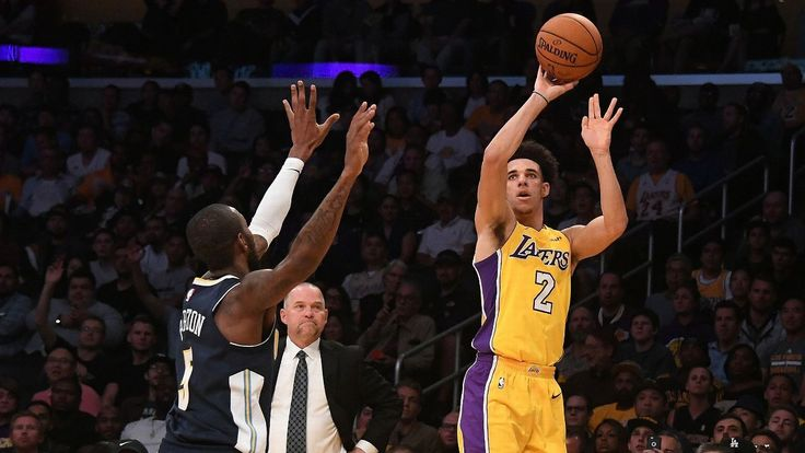 Lonzo Ball thrills and then gives Lakers a scare