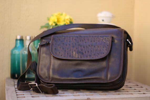 Borsa a tracolla vintage in pelle marrone / Vintage genuine leather shoulder bag. #ambrarose #vintage #leather #bag