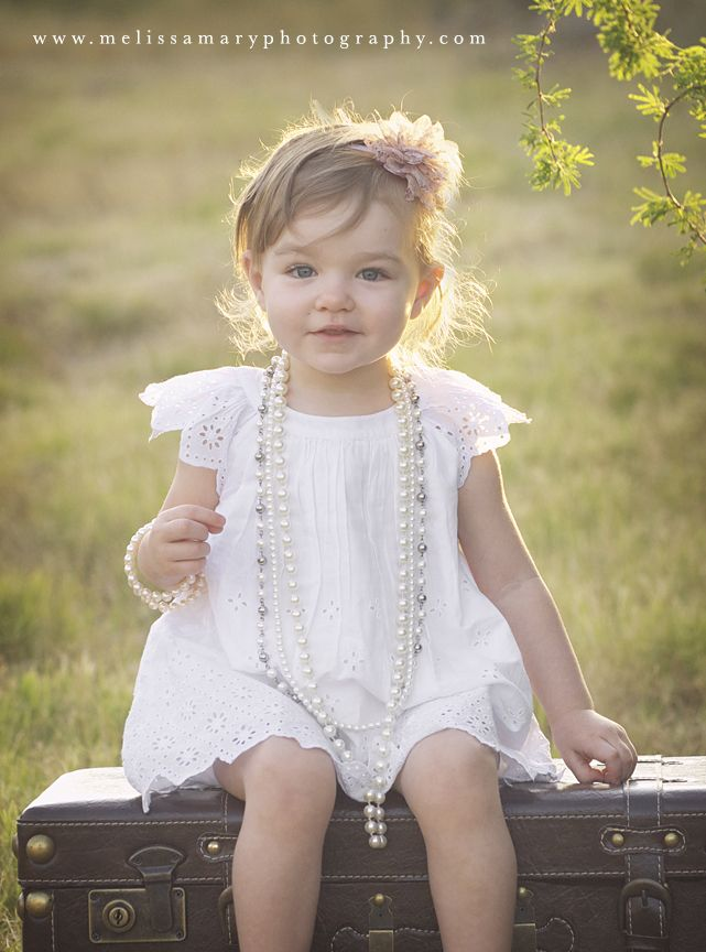 family photography, kids, child photography, vintage photography, vintage pearls, toddler photography, outdoor photography, natural photography  http://www.melissamaryphotography.com