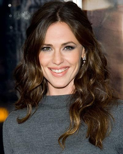 25 Easy Summer Hairstyles - Jennifer Garner's Shiny Curls from #InStyle