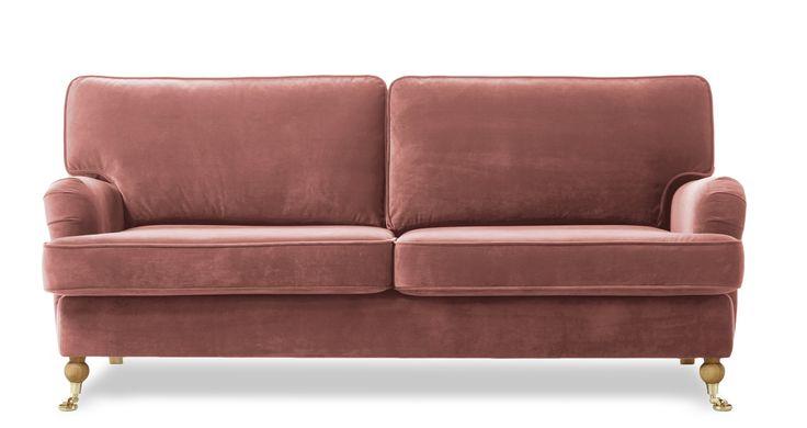 Hampton 3-sits soffa rak är en liten och nätt klassisk howardsoffa med rundade former. Den går att få i ett antal olika tyger och färger och du kan välja att få den med standard eller plus komfort. Plus komforten har en topp av bollfiber/skuren polyeter.