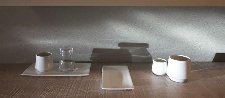 Möbel, bestehend aus sanften Kurven.