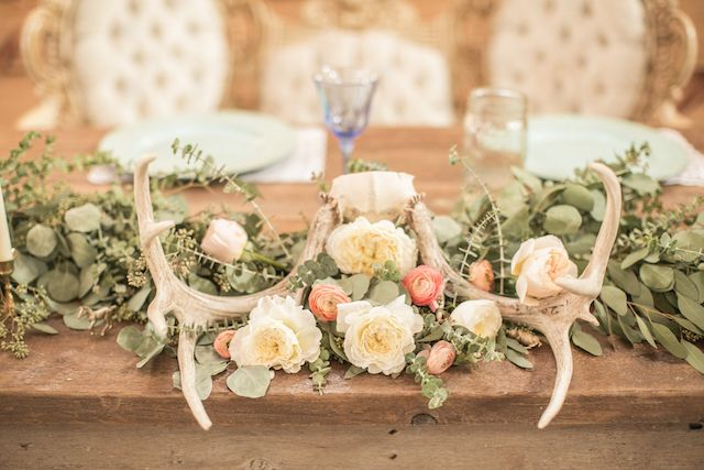 antlers and flowers centerpiece | Lindsay Herbst Photography