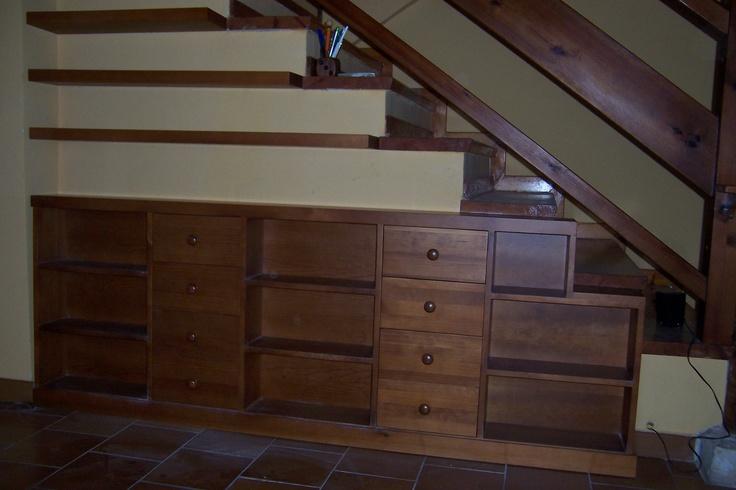 Mueble bajo escalera con puertas y cajones baldas a la - Armario bajo escalera ...