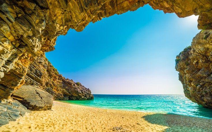 Ένας επίγειος παράδεισος με λευκά βότσαλα και διάφανα νερά   Newsbeast