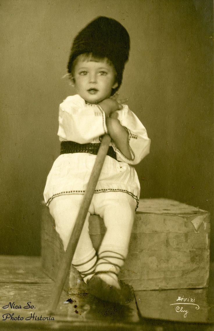 """""""Ciobănaşul nostru vă urează sărbători vesele şi sănătate!"""" (Cluj, 1933). La mulţi ani tuturor!"""