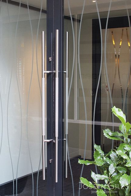 Joseph Giles Bespoke Cranked Stainless Steel Knurled Pull Handles on Restaurant Entrance Double Doors & 18 best Entrance Door Handles images on Pinterest | Door entry Door ...