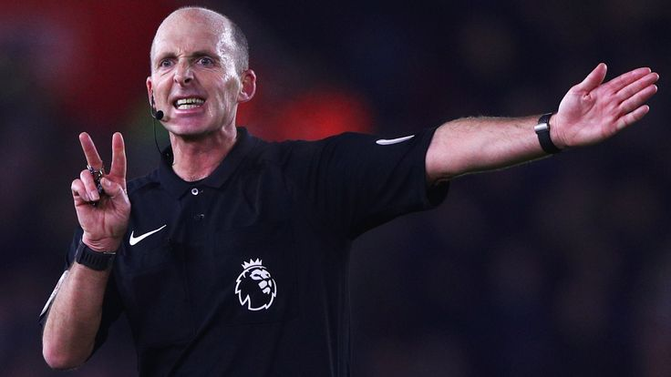 """Referee Mike Dean one of Premier League's best - Mark Halsey    Mike Dean remains one of the Premier League's best referees despite an """"indifferent"""" festive period, says ex-colleague Mark Halsey.   http://www.bbc.co.uk/sport/football/38549470"""