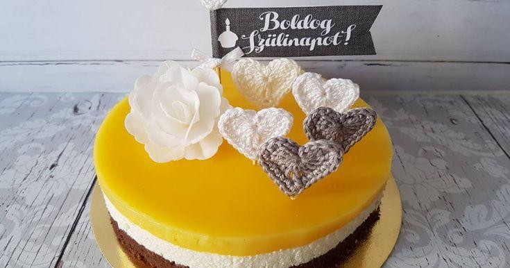 Mennyei Fanta torta recept! A közismert Fanta szelet tortaformában sütve, mert Anyukámnak ez a kedvence. :) Ez a mennyiség egy 20 centis formába elegendő.