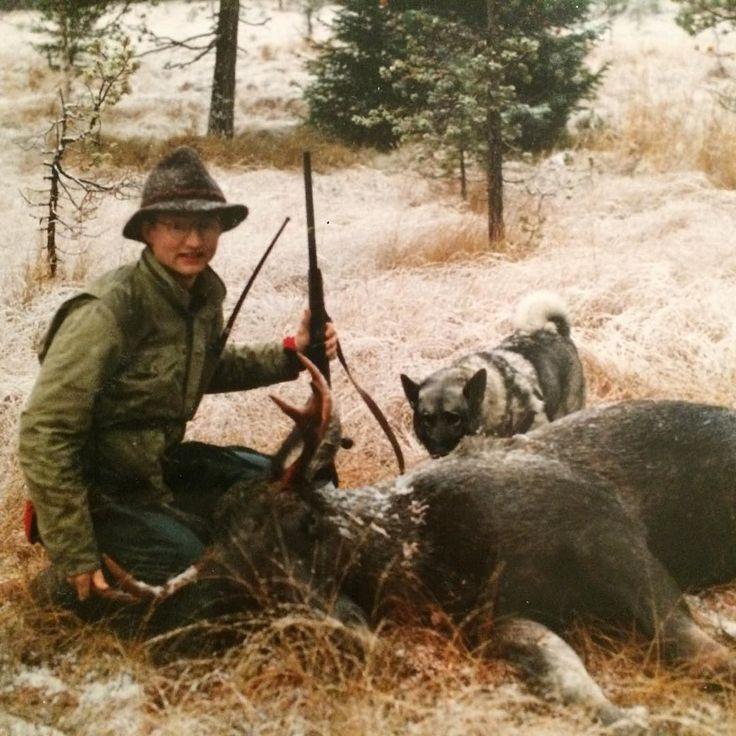 Back in the day; Dette er Gunnar Hermann Thomas & Fredrik's Far. (Kjell Johan's bror og dermed Espen og Robert's onkel) Her hadde han felt en fin elgokse under Elgjakta i Malvik rundt 1990. #jegerbrodre #huntingbrothers #hunters #elgjakt #fedre #elghund #norwegianelkhound #moosehunting #jegere #elgfall #elgokse #gråhund #høst #malvik by jegerbrodre