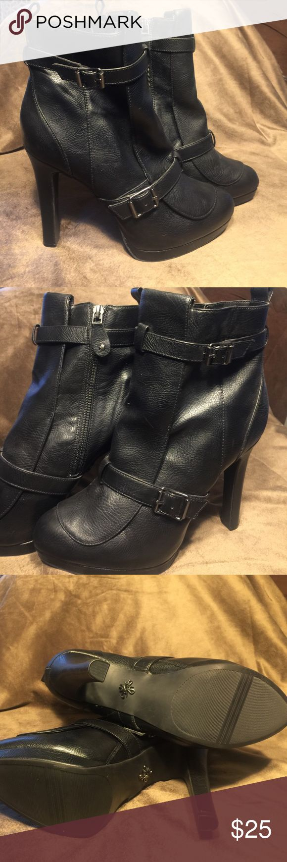 "Simply Vera Vera Wang Motorcycle Pumps These Simply Vera Vera Wang over the ankle motorcycle booties are fierce! 5"" heel. Never worn. NWOT. Simply Vera Vera Wang Shoes Ankle Boots & Booties"