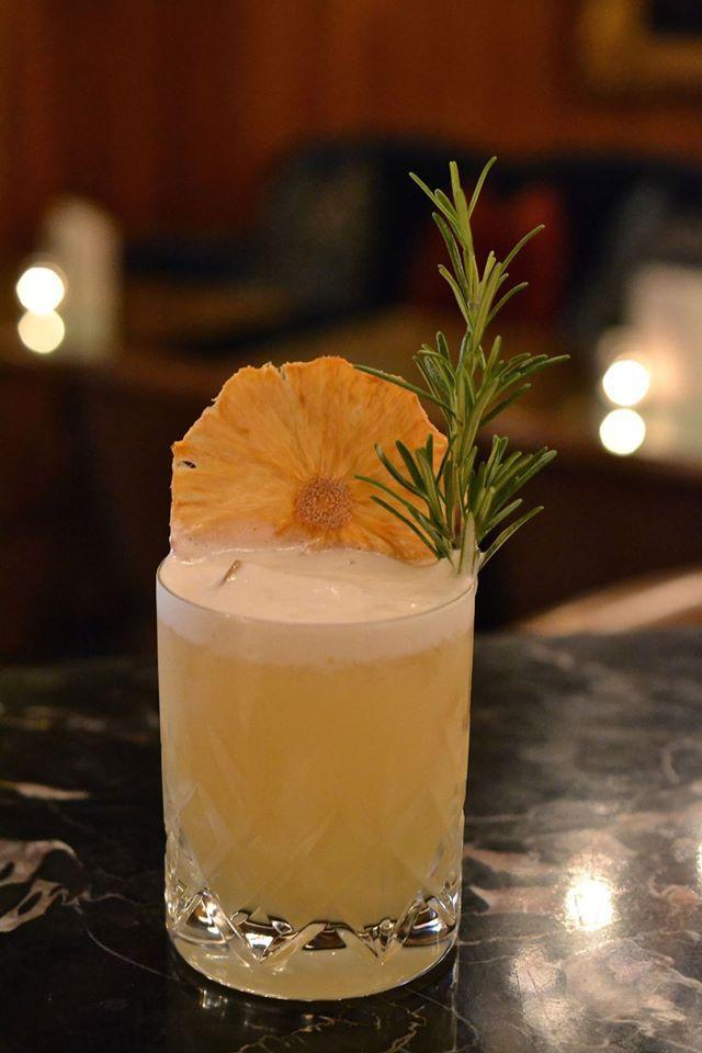 The Kensington Hotel's Pine Velvet Cocktail! - with Johnnie Walker Black Label Whisky, pineapple juice, lemon juice, fresh ginger, sugar and egg white! Delicious! #london