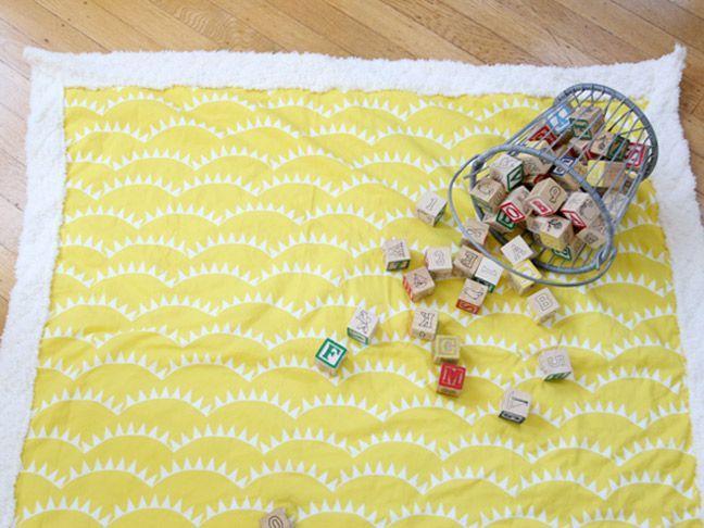 Como hacer una manta de juegos para bebes
