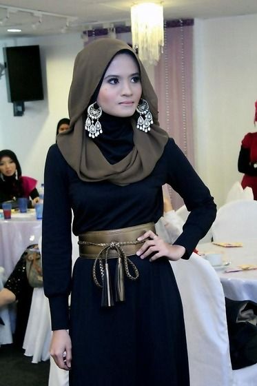 "hijabonita: "" Classic black dress (by Sufyaa Contemporary Hijab) This is hot. """