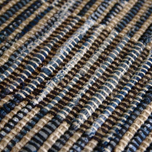 ざっくりと平織りされたデニムが斬新な「TIDE」シリーズより、ヴィンテージ感溢れる、Bタイプのラグマットです。