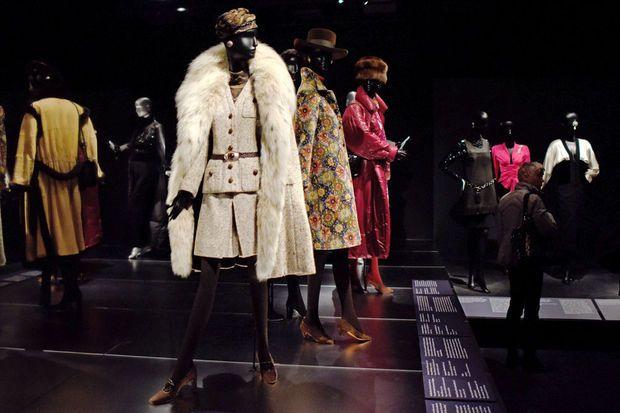 Vue de l'exposition Jacqueline de Ribes au MET de New York