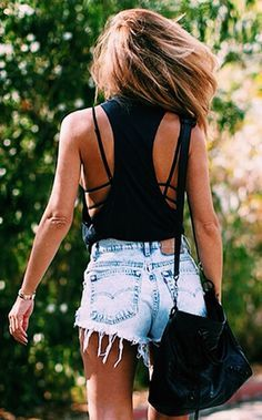 The bralette with this loose racer back and shorts screams summer fun. Summer fashion. Style. Fashion. Outlook. Look. Shorts. Festival wear.