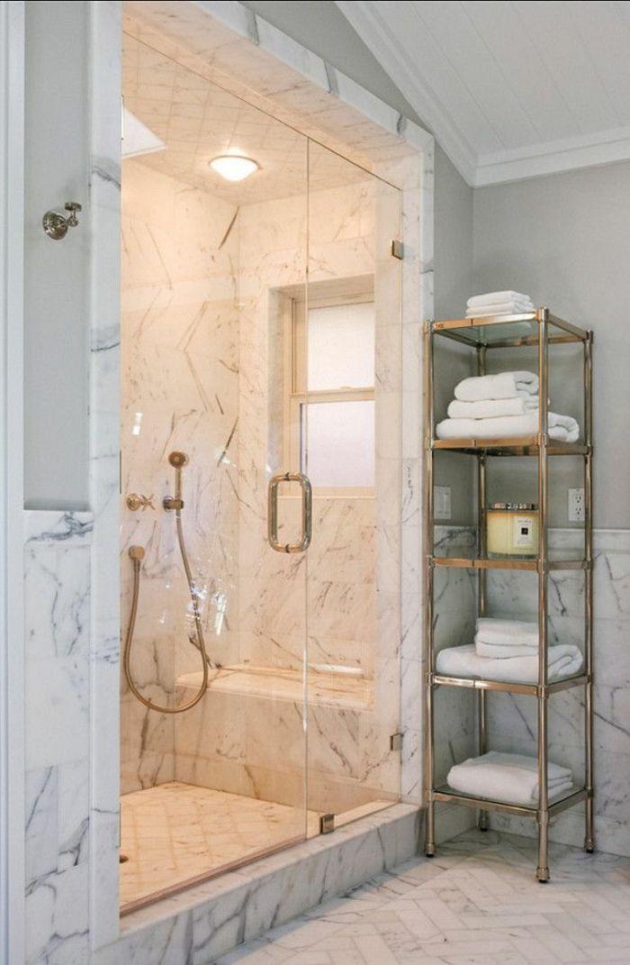 jolie salle de bain en marbre blanc, modeles salles de bains en