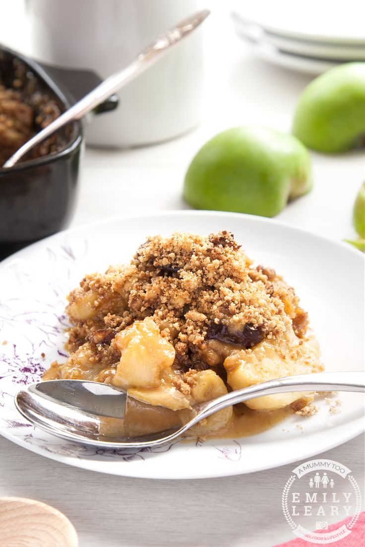 Toffee apple crumble is as good as it sounds. Tart apples, creamy sweet toffee sauce and a perfectly crunchy crumble topping.