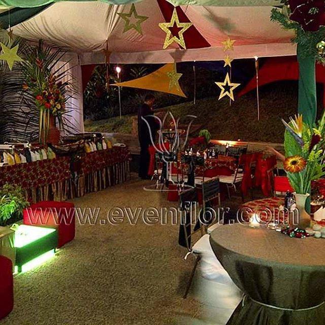 Mesas de c ctel y lounge evenflor decoracion evento - Mesas de campo ...