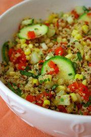 Ensalada de quinoa y cilantro con aderezo de mostaza