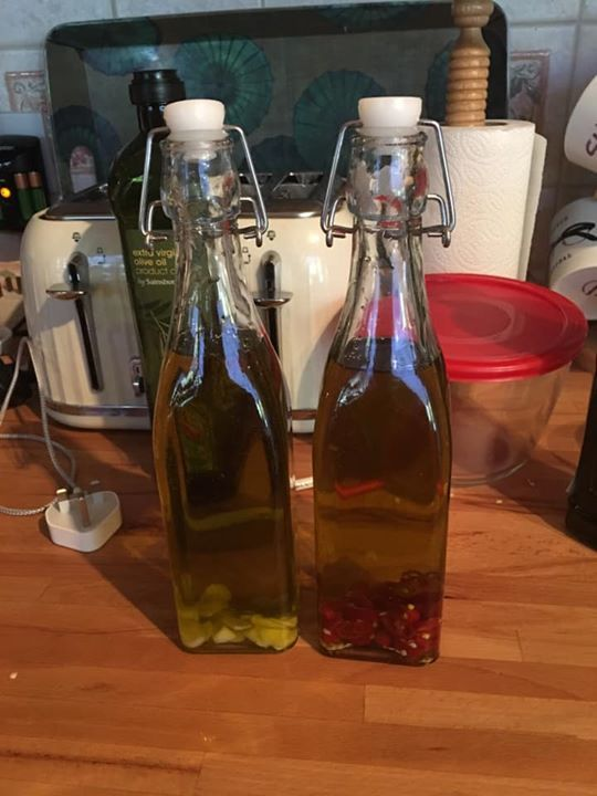 How to make chilli olive oil at home
