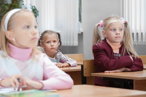 Se a scuola si potesse stare in piedi o usare, al massimo, uno sgabello, tutti sarebbero più magri: lo dice una ricerca americana che dimostra anche