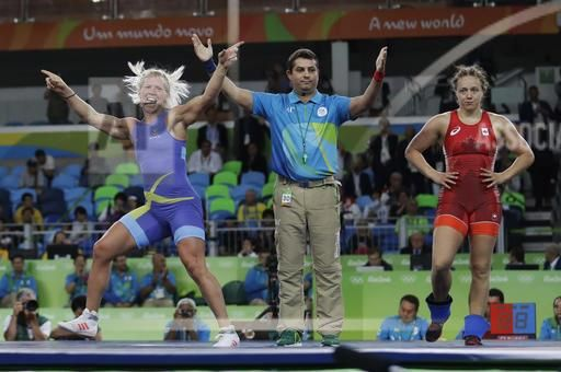 Sweden's Anna Jenny Fransson, left, celebrates after beating Canada's Dorothy Erzsebet Yeats in the women's wrestling freestyle 69-kg competition bronze medal round at the 2016 Summer Olympics in Rio de Janeiro, Brazil, Wednesday, Aug. 17, 2016. (AP Photo/Markus Schreiber)