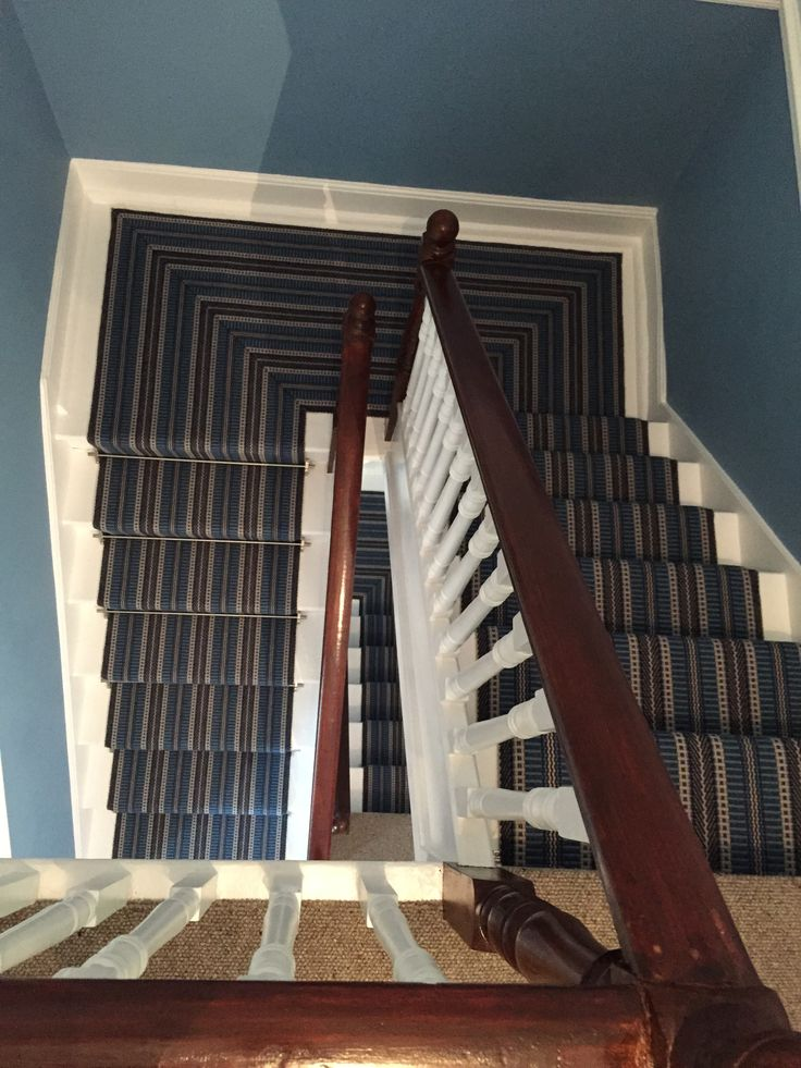 Middle Landing and SDS carpet genius carpet man Simon has beautifully hand sewn the mitre corners on the Roger Oates runner. So pleased with this and that we decided to go all the way with the star runner to the top of the house.
