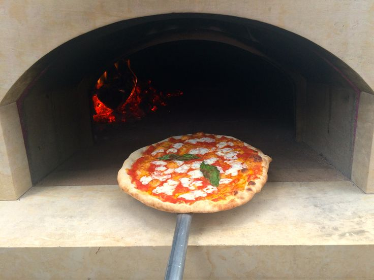 Wood-fired pizza, Roman style