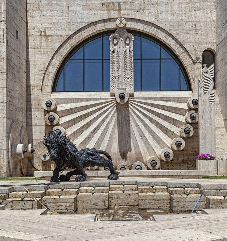 """""""Lion"""", Ji Yong-Ho. Truck tires sculpture in Yerevan, """"the Cascade"""" open air museum."""