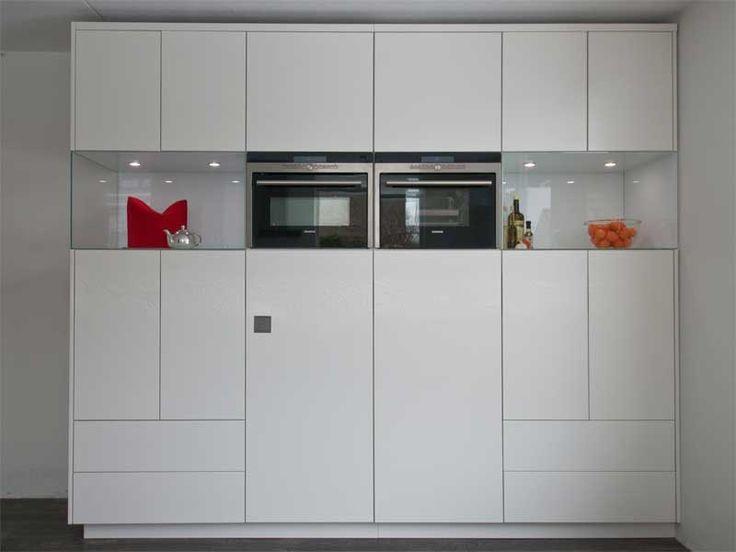 Moderne maatwerk keuken met glazen blokken als for Zelf keukenontwerp maken