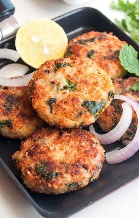 Healthy and Hearty Cheesy Spinach and Barley Burgers flavored with Garlic. Crispy, nutty, perfectly seasoned, super delicious !