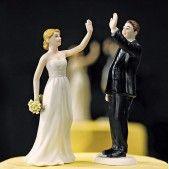 La figurine mariage tape dans la main