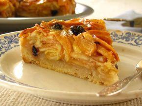 Сказочный пирог, наверное самый вкусный из всех яблочных, которые мне доводилось пробовать до сих пор. Снизу у него получается хрустящая корочка, а сверху много начинки, сочной и ароматной. Готовится очень просто и быстро, если не считать сложностью то, что яблоки нужно предварительно настоять в…