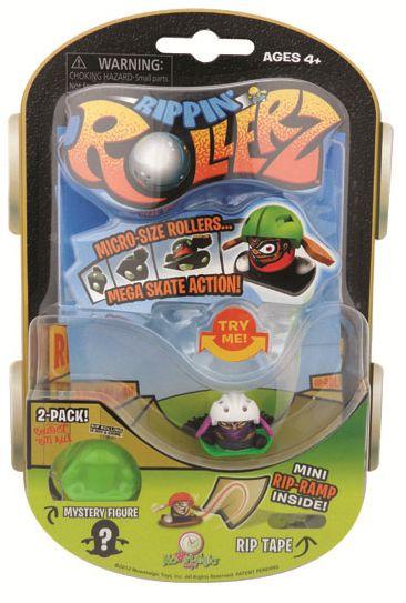 Mini Skateboarderz with BIG skate action. Rippin' Rollerz from Nowstalgic Toys #NowstalgicToys #toys #skateboarder #skate