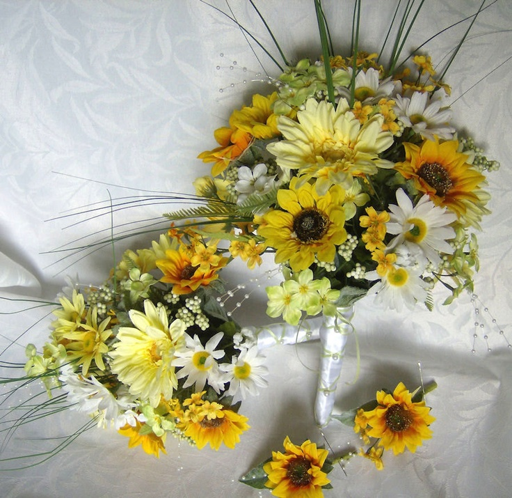 Bridal bouquets and boutonnieres daisy gerbera daisy