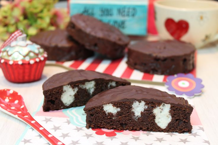 Schon immer liebe ich diese kleinen süßen Schokoladenkuchen... Ergibt 6 Stück rund oder 8 Stück eckig. Für die Weberküchlein 100 g Butter geschmolzen 100 g